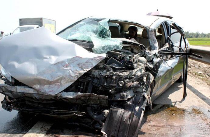 Mua bảo hiểm ô tô giá rẻ: Nên hay không 1