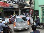 Kinh nghiệm lái xe ô tô an toàn qua con đường hẹp, hẻm nhỏ hình 2